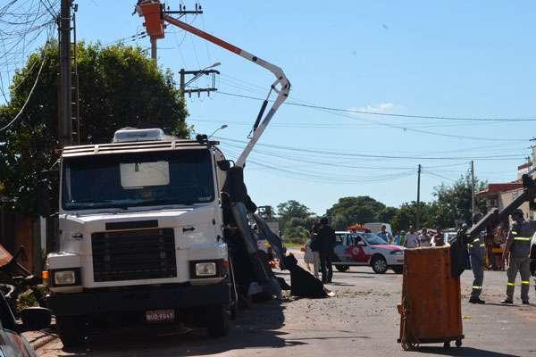 A explosão de um caminhão tanque matou um mecânico na avenida Cônego Alfredo Reith, no Jardim São Vicente, em Novo Horizonte, interior de São Paulo