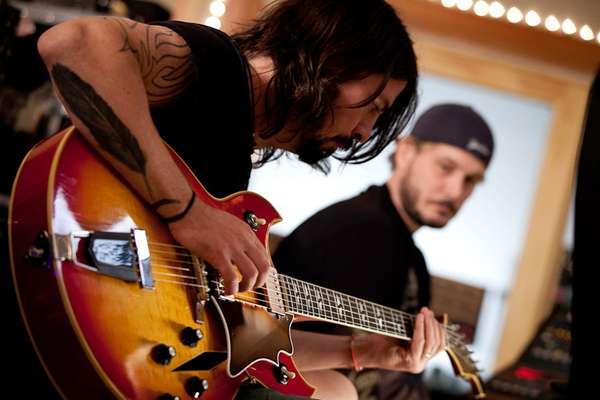 'Sound City' é um documentário dirigido por Dave Grohl, líder do Foo Fighters. O filme, que estreou em Sundance e está disponível para download, conta a história de Sound City, um estúdio de Los Angeles famoso por criar álbuns lendários de Nirvana, Tom Petty, Neil Young e outros