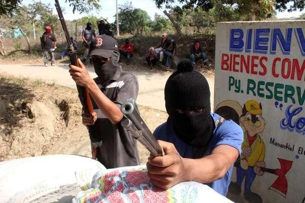Autoridades mexicanas y representantes de grupos irregulares de autodefensa del sureño estado de Guerrero acordaron medidas orientadas a restaurar la legalidad y disminuir la tensión en la región de la Costa Chica, reveló el gobernador Ángel Aguirre.