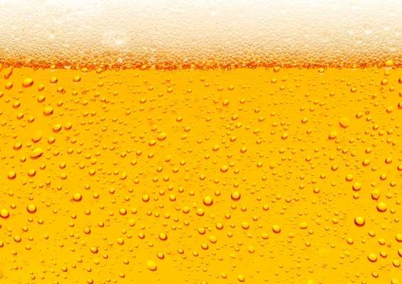 Qual é a quantidade máxima de álcool que se pode ingerir diariamente? A quantidade varia dependendo do sexo. De acordo com Débora Dourado, do Hospital e Maternidade São Luiz, as mulheres podem consumir 40 g de álcool por dia, enquanto para os homens esse número sobe para 80 g. Uma lata de cerveja tem 4% de teor alcoólico, enquanto um uísque tem de 40 a 50% - 100 ml de uísque equivalem a 40 g de álcool. Sendo assim, a mulher e o homem podem, respectivamente, tomar cinco e oito doses de uísque por semana sem que isso interfira significantemente na sua saúde, explica a hepatologista. Vale lembrar que essa quantidade deve ser dividida durante os sete dias, e não consumida de uma vez só