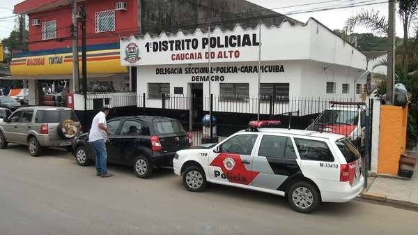 Um casal morador da cidade de Cotia, em São Paulo, reagiu a um sequestro relâmpago por volta das 6h30 desta quinta-feira, no bairro Caucaia do Alto