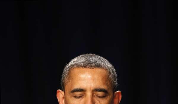 El presidente Obama durante los momentos de plegaria durante el desayuno nacional de oración que desde el año 1953 se celebra de forma anual y en dónde líderes políticos americanos se reúnen para rezar por américa
