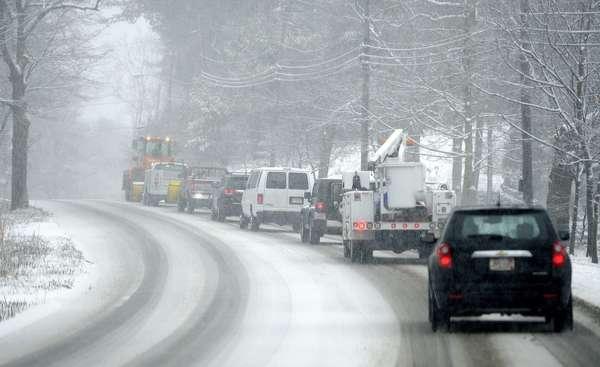 Una poderosa tormenta de invierno paralizaba este viernes el noreste de Estados Unidos, incluyendo Nueva York, con fuertes nevadas y ráfagas de viento que obligaron a prohibir la circulación de autos en tres estados y cancelar más de 4.500 vuelos.