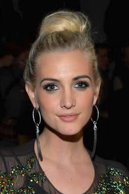 Ashlee Simpson has been laying low from the entertainment scene but we're glad the beautiful lady makes her rounds at events often. This week during New York Fashion Week Ash has been rubbing elbows with celebs and looking fabulous in everything from sweet to edgy looks.