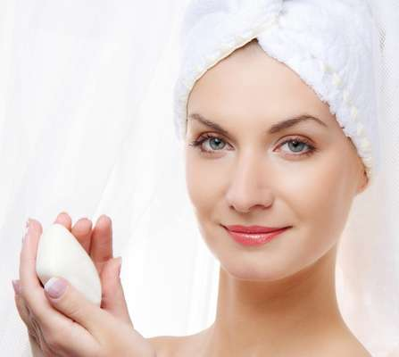 Ideal para manter a pele hidratada e livre de impurezas, os sabonetes de limpeza profunda devem ser específicos para cada tipo de cútis