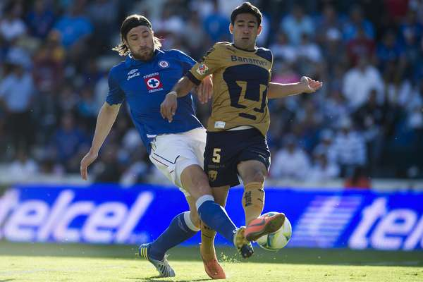 Cruz Azul y Pumas dieron un fantástico primer tiempo, con mucha intensidad, llegadas en los arcos y emociones.