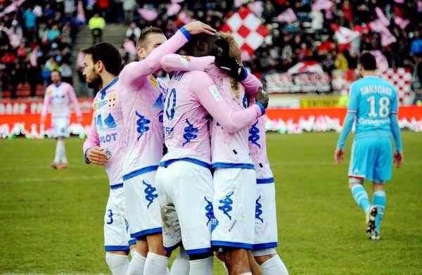 Olympique de Marseille empatou por 1 a 1 com o Évian, neste domingo, no estádio Parc des Sports, em partida válida pela 24ª rodada do Campeonato Francês