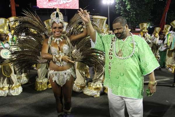Sambista Arlindo Cruz ao lado de Quitéria Chagas no desfile da Império Serrano