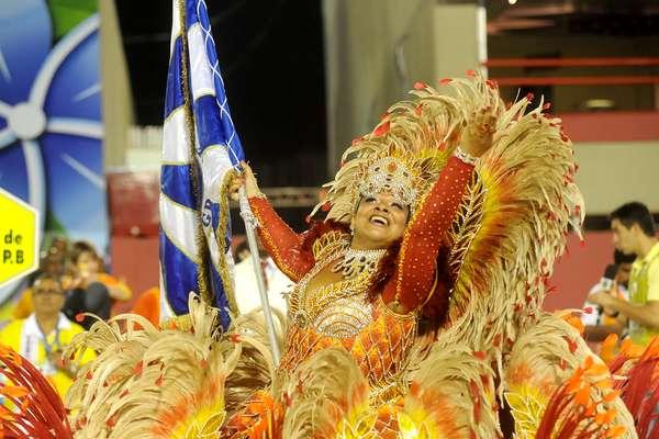 A Sereno de Campo Grande foi a sexta escola a passar na avenida no segundo dia de desfiles da Série A do Carnaval carioca