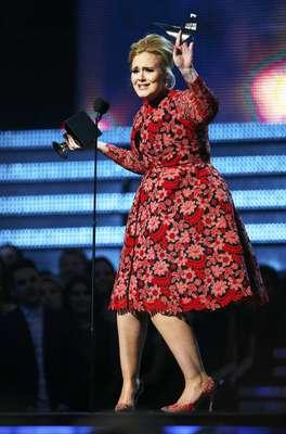 Adele ganhou o Grammy de Melhor Performance Solo por 'Set Fire To The Rain' na 55ª edição do Grammy Awards, realizado na noite deste domingo (10), em Los Angeles, nos Estados Unidos