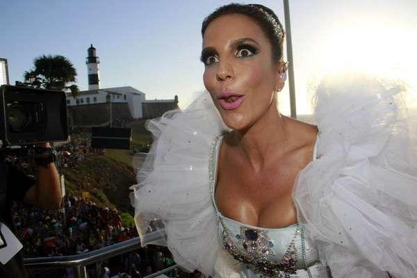 Ivete Sangalo mostra vitalidade de dar inveja a qualquer jovem no Carnaval 2013. Acompanhe nas imagens, a seguir, celebridades que já chegaram aos 40 e mostram vitalidade para pular muito, seja em Salvador ou nos desfiles das escolas de samba de São Paulo e Rio de Janeiro: