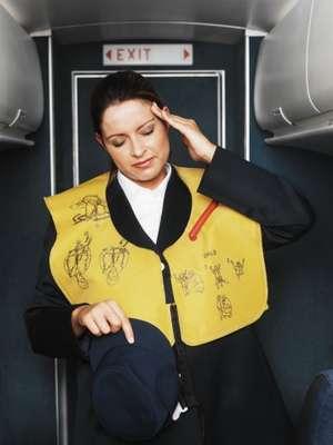 Es muy fácil criticar el servicio que entregan las líneas aéreas y en especial el personal de servicio, pero ¿qué piensan las azafatas de los pasajeros? Gema Ligero, ex azafata, creó un ranking con las cosas que ellas odian de los pasajeros. ¿Quieres conocerlas?