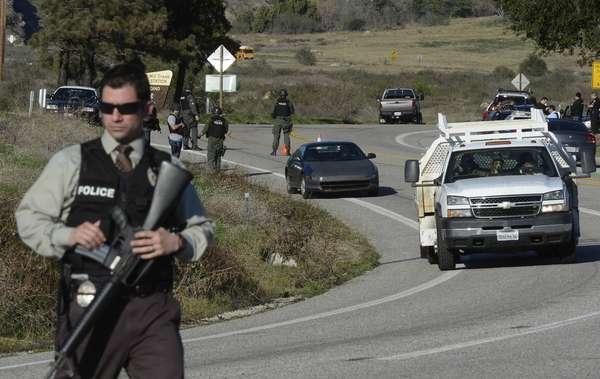 Las autoridades de Los Ángeles mantendrán la alerta táctica hasta que los restos hallados, en la cabina incendiada, en Big Bear, correspondan a los del ex policía prófugo Christopher Jordan Dorner. Y todo parece indicar que su identificación se llevará varios días.