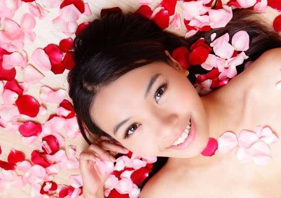 Ícone de feminilidade, rosa devolve firmeza e viço a peles maduras ou desvitalizadas
