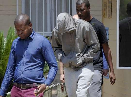 São vários os esportistas que, como o atleta sul-africano Oscar Pistorius, já tiveram problemas com a Justiça e passaram dias, meses ou anos na cadeia. As razões vão desde violência simples a homicídio, apostas ilegais, sequestro, posse de drogas e armas. Relembre alguns casos que remetem ao vivido hoje por Pistorius, acusado de ter matado com tiros a sua namorada