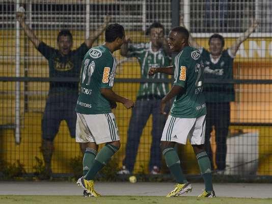 Após sair na frente, o Palmeiras tomou um susto com o gol de Lobatón, mas conseguiu reagir e vencer o Sporting Cristal por 2 a 1, pela Copa Libertadores, nesta quinta-feira