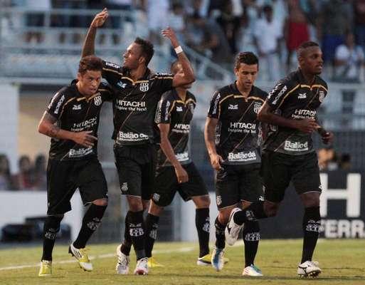 Invicta no Campeonato Paulista, a Ponte Preta sustentou a liderança do torneio ao vencer o Santos por 3 a 1 neste domingo, no Estádio Moisés Lucarelli, pela oitava rodada da competição