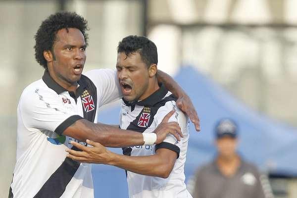 Com gol e assistência de Carlos Alberto, o Vasco venceu o Audax por 2 a 0 e alcançou a segunda colocação do Grupo A da Taça Guanabara
