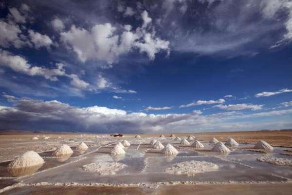 La prestigiosa revista inglesa 'Lonely Planet' reveló una lista de las 10 atracciones naturales más espectaculares del mundo. Aquí la lista de estas maravillas: 1 - Salar de Uyuni, Bolivia