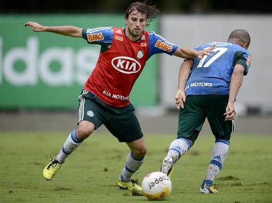 Palmeiras se apresentou nesta terça-feira na Academia de Futebol, em São Paulo, e treinou sob chuva