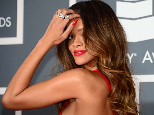Te invitamos a disfrutar 25 fotos picantes de Rihanna para celebrar que la estrella arriba este 20 de febrero a sus 25 años, a través de los cuales se ha labrado una carrera musical llena de éxitos, reconocimientos y grandes triunfos, entre ellos destacan: cinco American Music Awards, diecinueve Billboard Music Awards, dos BRIT Awards y siete Grammy Awards.