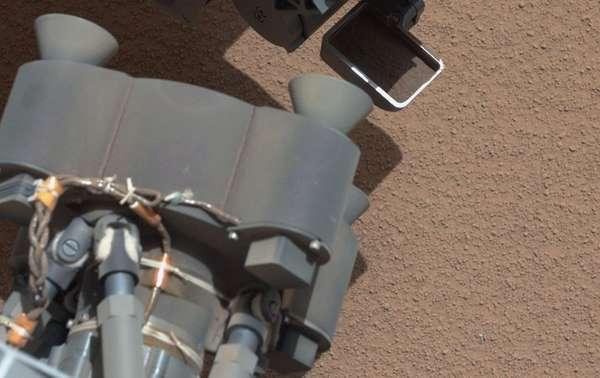 Después de perforar una roca marciana por primera vez, la sonda Curiosity se prepara ahora para su nueva tarea: analizar el material pulverizado que obtuvo para determinar su composición.