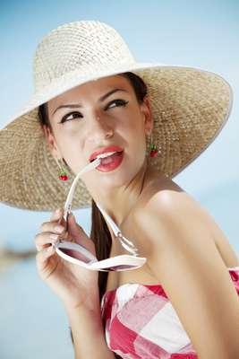 Exposição prolongada ao sol pode modificar a composição dos cosméticos