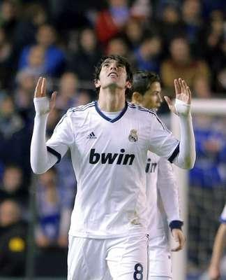 Kaká comemora primeiro gol do Real Madrid na vitória por 2 a 1 de virada sobre o La Coruña pelo Campeonato Espanhol