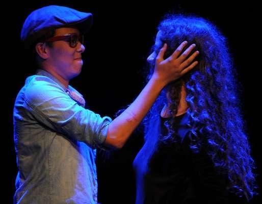 A cantora Ana Cañas recebeu Maria Gadú no show que realizou pelo Projeto Sons da Nova, realizado na sexta-feira (23), no Tom Jazz, em São Paulo