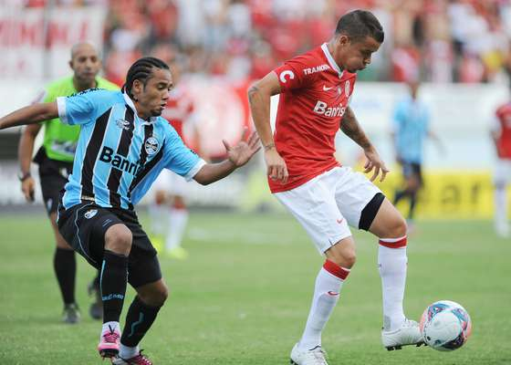 D'Alessandro comemora gol do Inter em clássico deste domingo