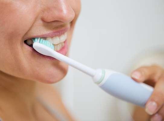 Limpiarse los dientes es un hábito rutinero y muchas veces realizado de manera automática.
