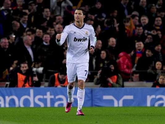 Cristiano Ronaldo celebra el gol que adelanta al Real Madrid en el Camp Nou