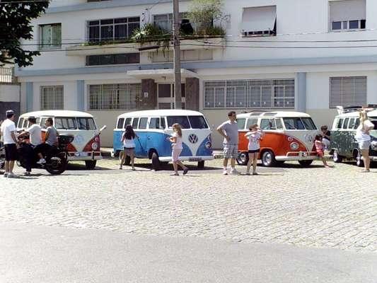Um encontro realizado no último domingo reuniu cerca de 20 Kombis na rua Conceição Veloso, no bairro da Vila Mariana, zona sul de São Paulo