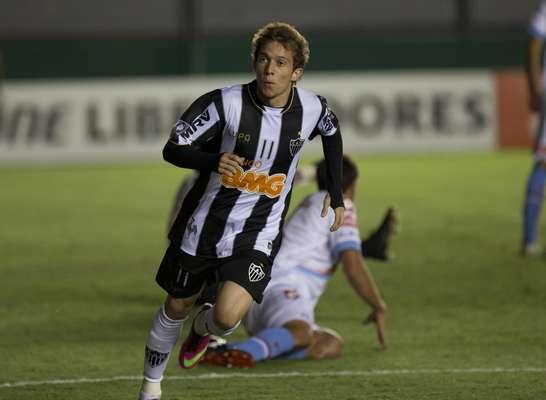 Atlético-MG goleou Arsenal por 5 a 2 nesta terça-feira, com gols de Bernard (três), Tardelli e Jô