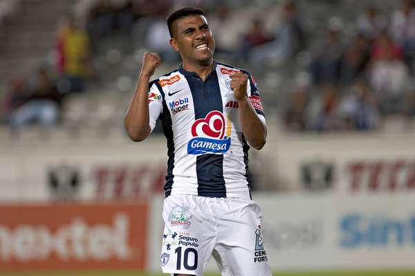 Daniel Ludueña abrió el marcador con un gol olímpico, en el triunfo de Pachuca 4-2 en la Copa MX.