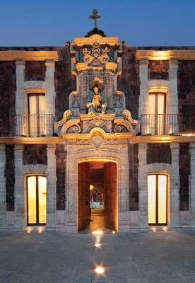 Boutique Hotel de Cortés, Cidade do México, MéxicoSituado no coração da Cidade do México, a poucos passos da Catedral Metropolitana e do Palácio Nacional, o Boutique Hotel de Cortés foi um antigo albergue no século 17. Diárias a partir de R$ 350