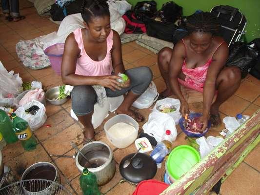 Centenas de haitianos chegaram ao Acre em busca de emprego e condições de vida melhores