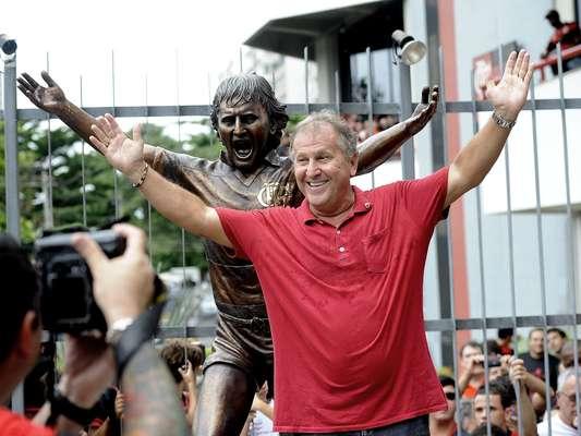 Zico foi homenageado neste sábado com uma estátua de bronze na Gávea; maior jogador da história do Flamengo completa 60 anos no domingo