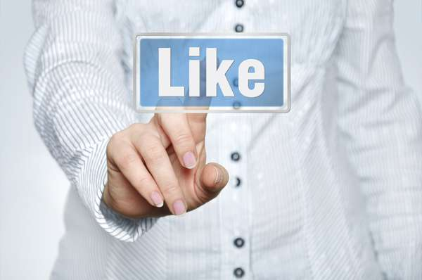 Curtir ou não curtir? É raro quem não mantenha um perfil no Facebook. A ferramenta que possibilita manter contato com amigos e compartilhar todo tipo de coisa - sentimentos, pensamentos, novidades. E, assim como na vida real, há os que exageram na dose e postam tudo o que vem à cabeça. O Terra coletou dicas com a consultora de etiqueta Ligia Marques, que aponta comportamentos que merecem atenção e deveriam ser evitados