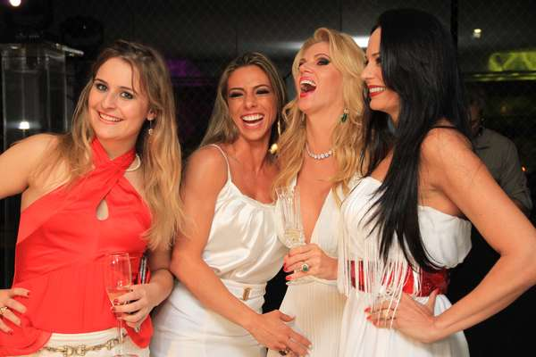 Val Marchiori vai receber Aeileen Kunkel, Cozete Gomes e Mariana Mesquita para a festa do Vermelho e Branco, em seu apartamento