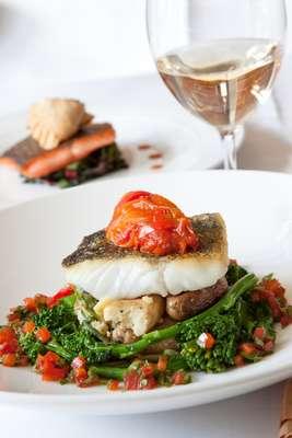 Cardápio com peixe, vinho ou chocolate contém substâncias importantes para o bom funcionamento cardiovascular