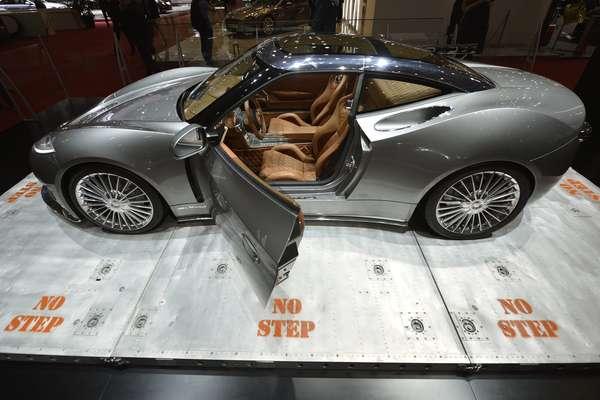 A Spyker apresentou no salão do automóvel de Genebra o conceito B6 Venator (caçador em latim), um carro esportivo que extrapola a paixão da marca por aviões, com lanternas traseiras em LED que lembram turbinas a jato e painel central com alavancas cromadas no estilo aviador