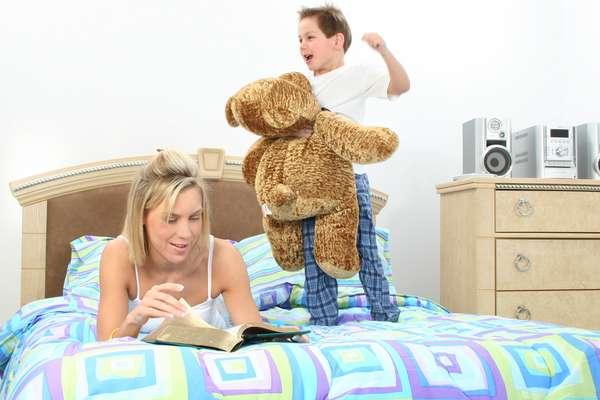 É melhor evitar brincadeiras muito agitadas antes de dormir