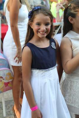 A atriz Kiria Malheiros, que interpreta a Raissa - filha de Antônia (Letícia Spiller) - na novela Salve Jorge, desfilou nesta sábado para a grife Louxinfant