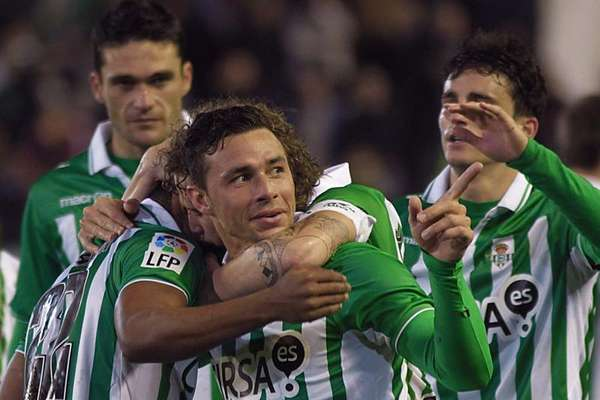 Betis abrió la jornada venciendo 2-1 al Osasuna en el Benito Villamarín.