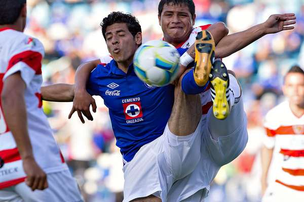 Jaguares seemed the perfect victim for Cruz Azul, who dominated the game, but couldn't go in for the kill.