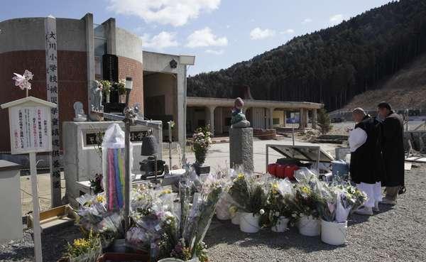 Nas três províncias mais devastadas pelo tsunami, Fukushima, Iwate e Miyagi, assim como em Tóquio e outras cidades do país, são organizados atos comemorativos
