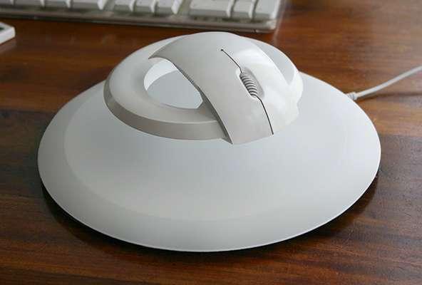 """La empresa checa Kibardin diseñó un mouse que planea acabar con el síndrome del túnel carpiano, conocido coloquialmente como """"síndrome del ratón"""". La enfermedad, que puede causar dolor y pérdida de la sensibilidad, es cada vez más habitual entre los usuarios de computadoras."""