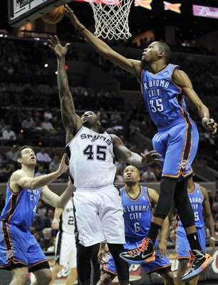 El Thunder de Oklahoma City visitó a los Spurs de San Antonio y no pudo alargar su racha de cinco victorias en fila, luego de caer frente a la quinteta texana pro marcador de 105-93.