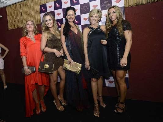 Aeileen Varejão, Andréa de Nóbrega, Cozete Gomes e Mariana Mesquita e Regina Mansur se reuniram para assistir ao último episódio da segunda temporada do reality show, nessa segunda-feira (11), no ateliê de Cozete, em Pinheiros (SP)